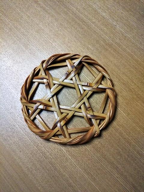 竹編みの鍋敷き